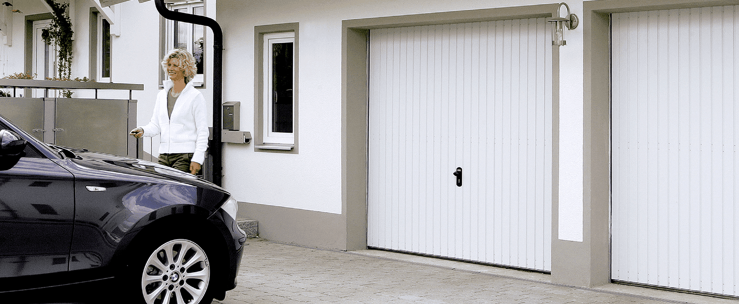 One-piece door Prominent in traffic white